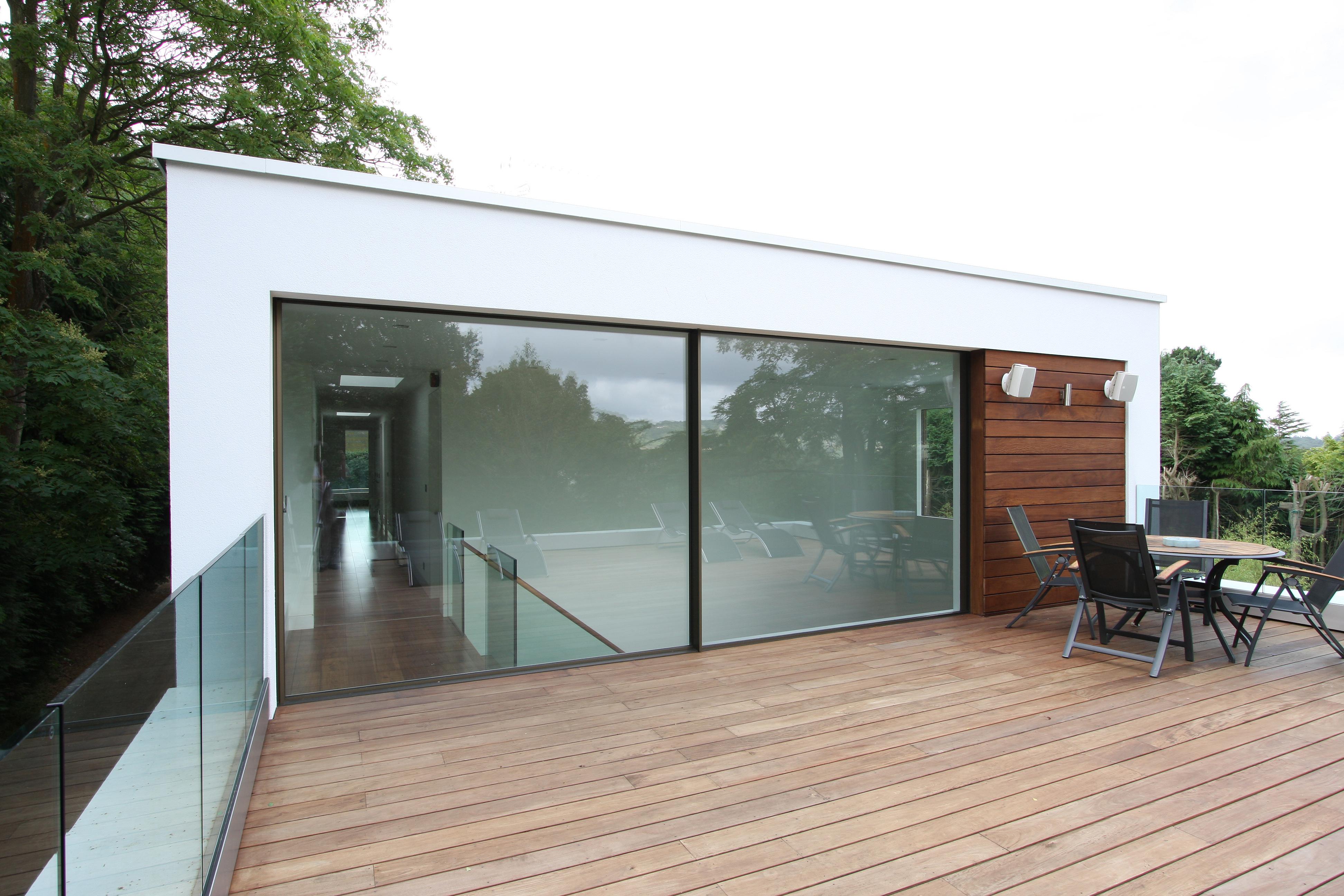 Minimal windows on balconies iq glass for Open balcony