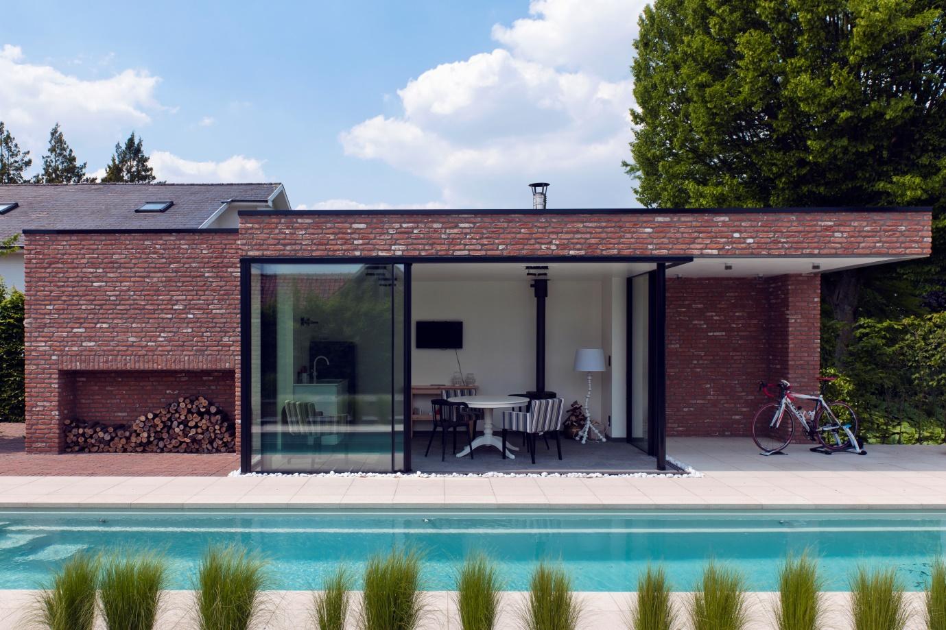 minimal windows to external pool house,
