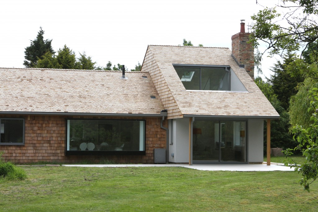 minimal windows were used on both the ground and 1st floor of the double height extension
