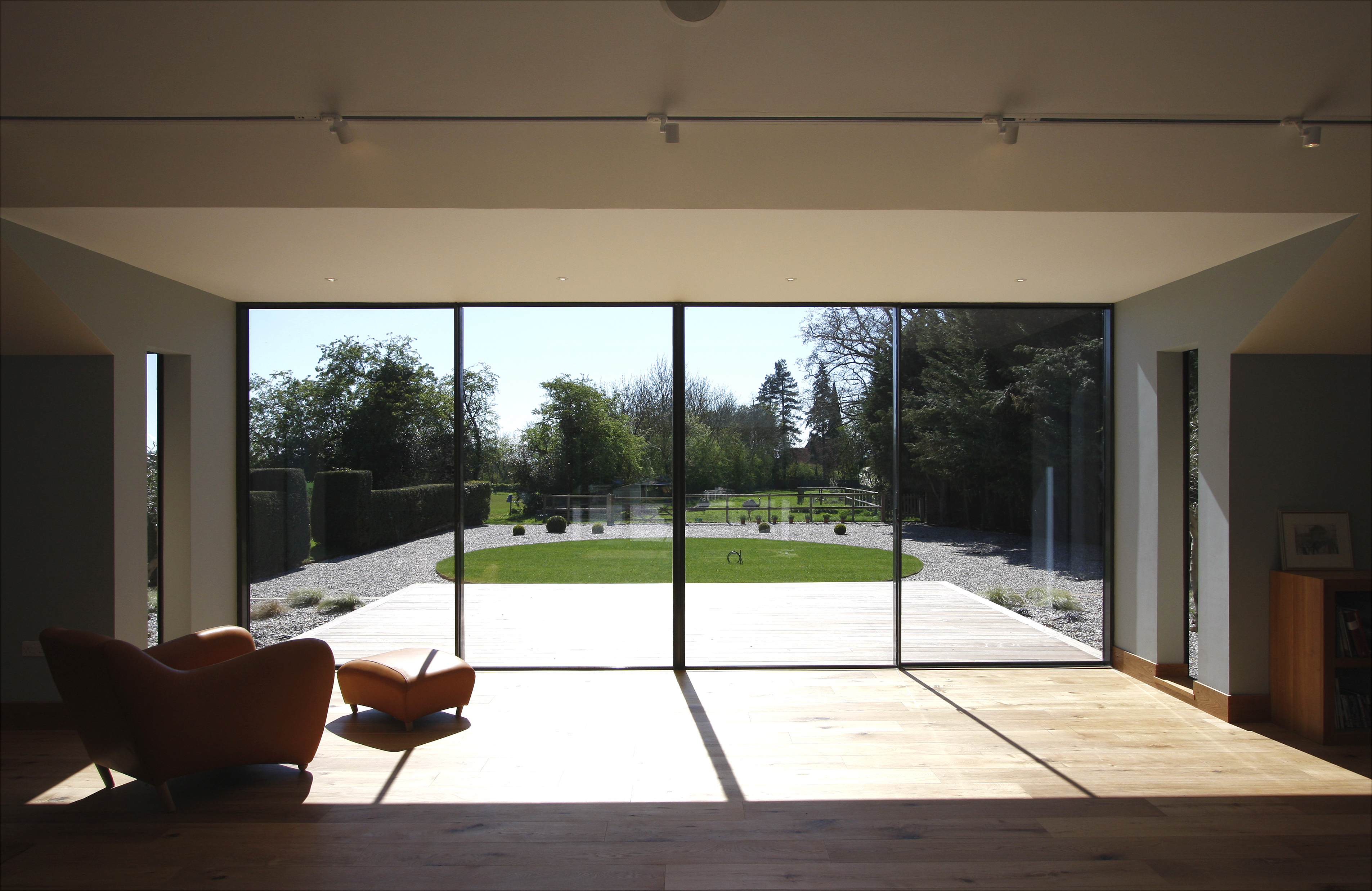 Designing Contemporary Garden Rooms With Minimal Windows