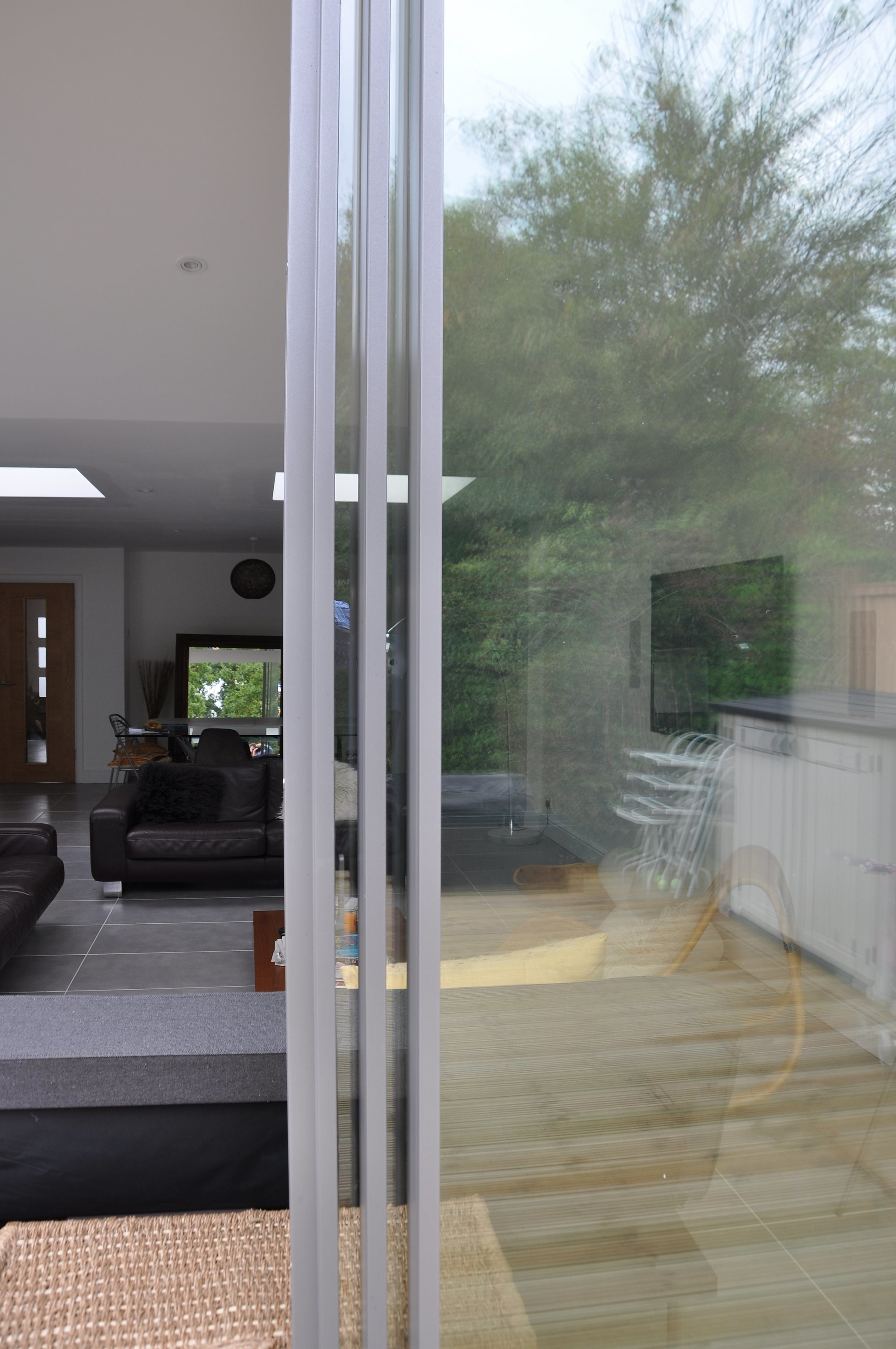 Slim aluminium framing to the minimal windows