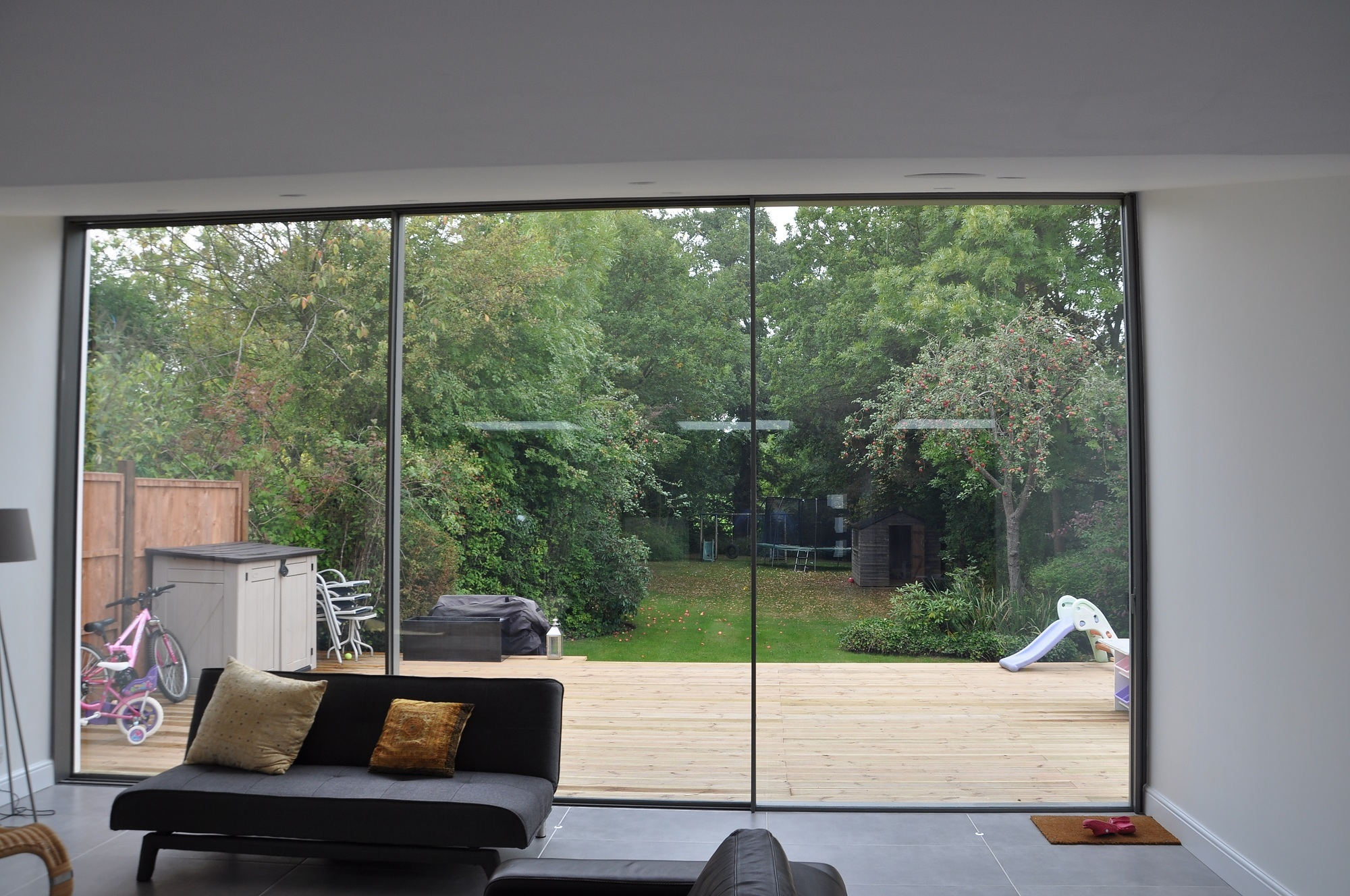 Slim sightlines maximises the views and natural light entering the new extension