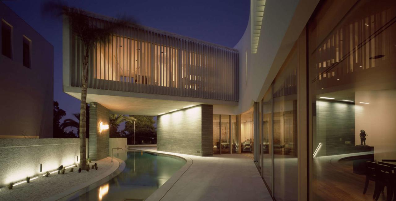 minimal sliding doors Angle House