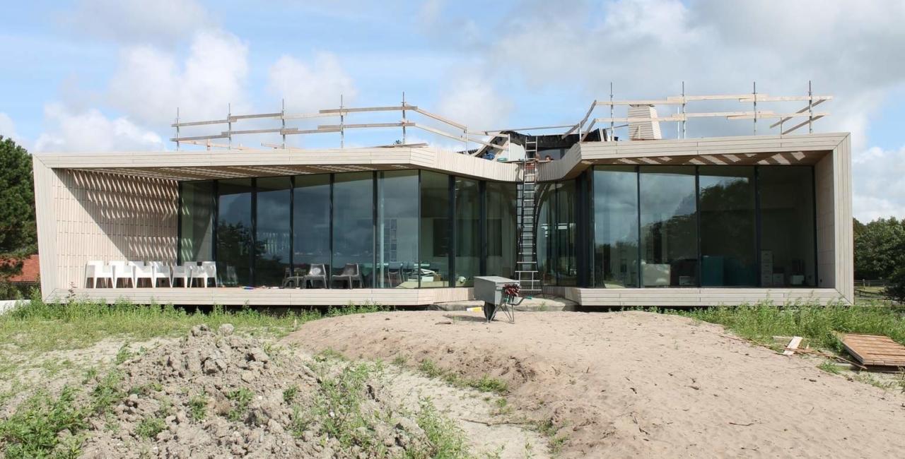 minimal windows sliding glass doors floor to ceiling glass facades plot 52