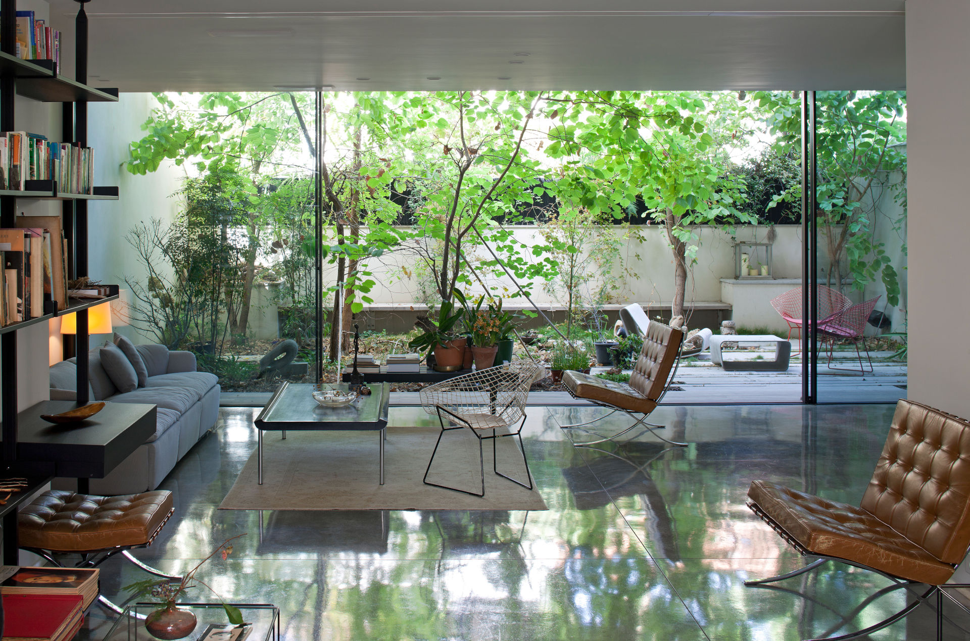house-in-nature-slim-framed-sliding-glass-doors