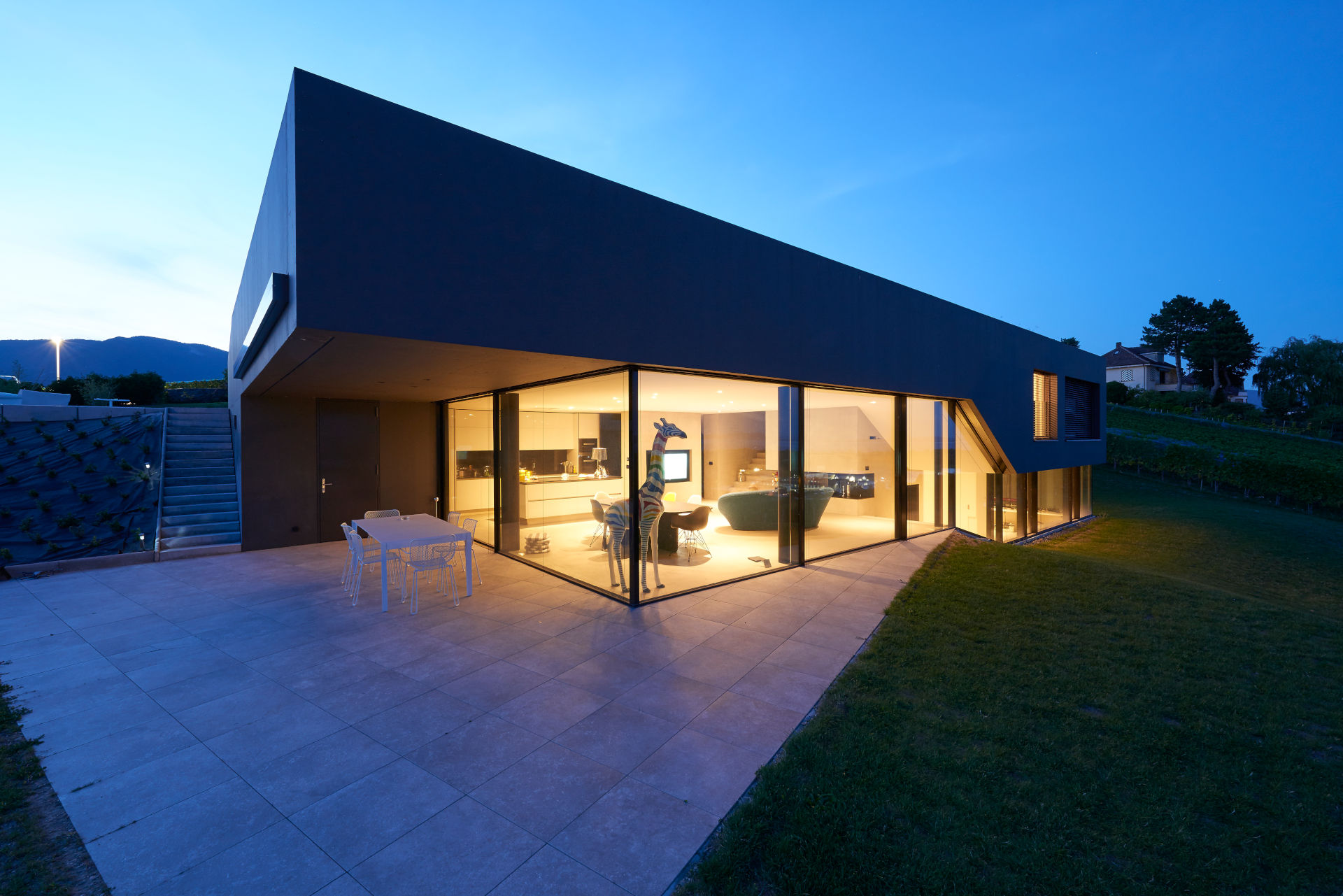 villa-cortaillod-sliding-walls-of-glass