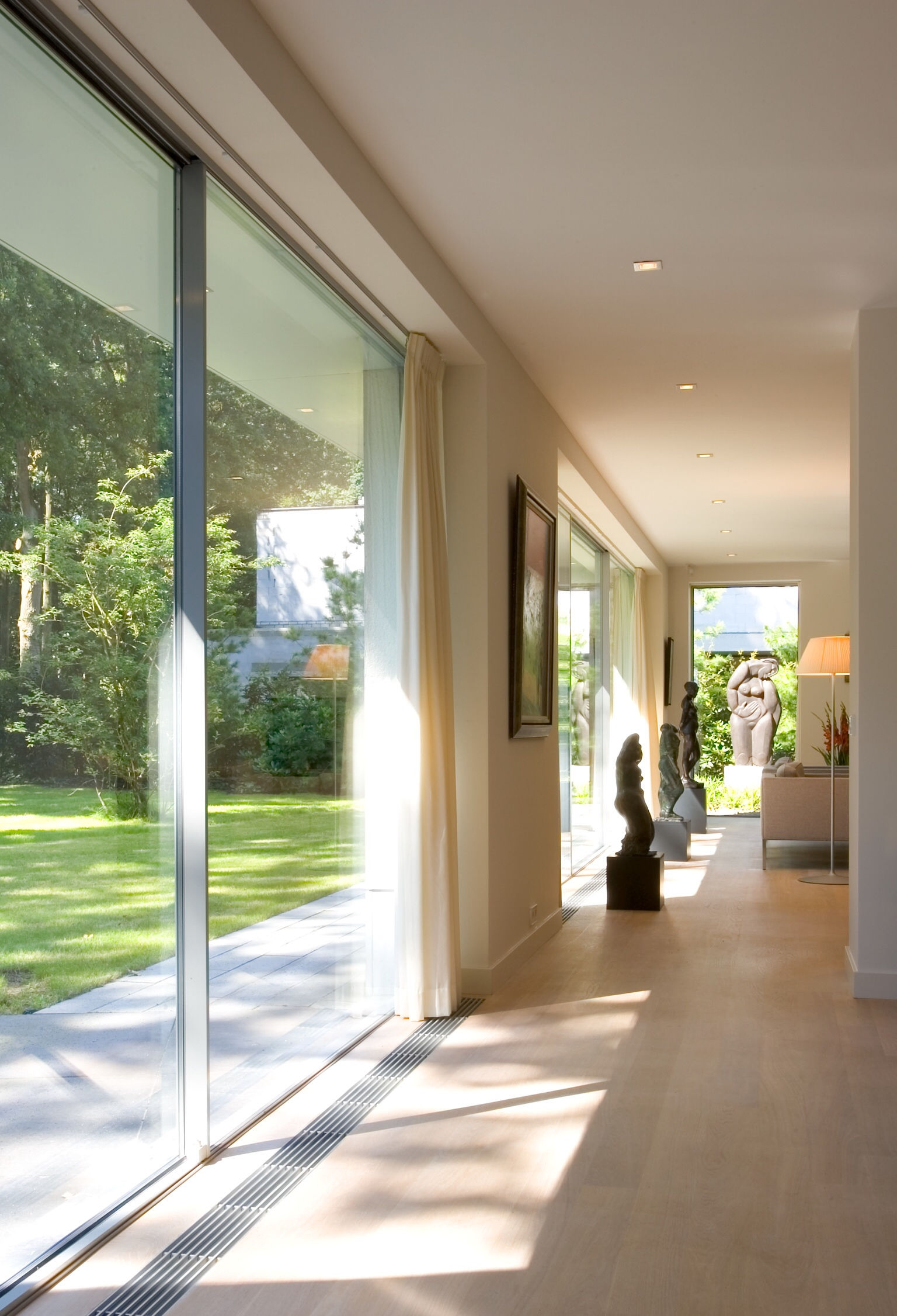 6-white-house-green-garden-ultra-slim-sliding-glass-doors