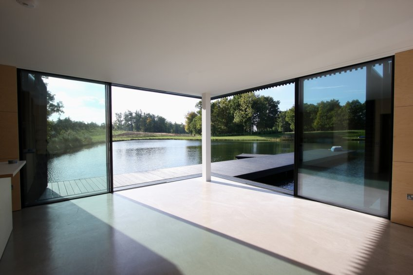 The-Boathouse-minimal-sliding-doors-6-e1468933620803