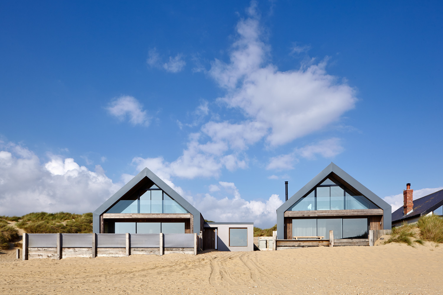 minimal-windows-camber-sands-amazing-spaces