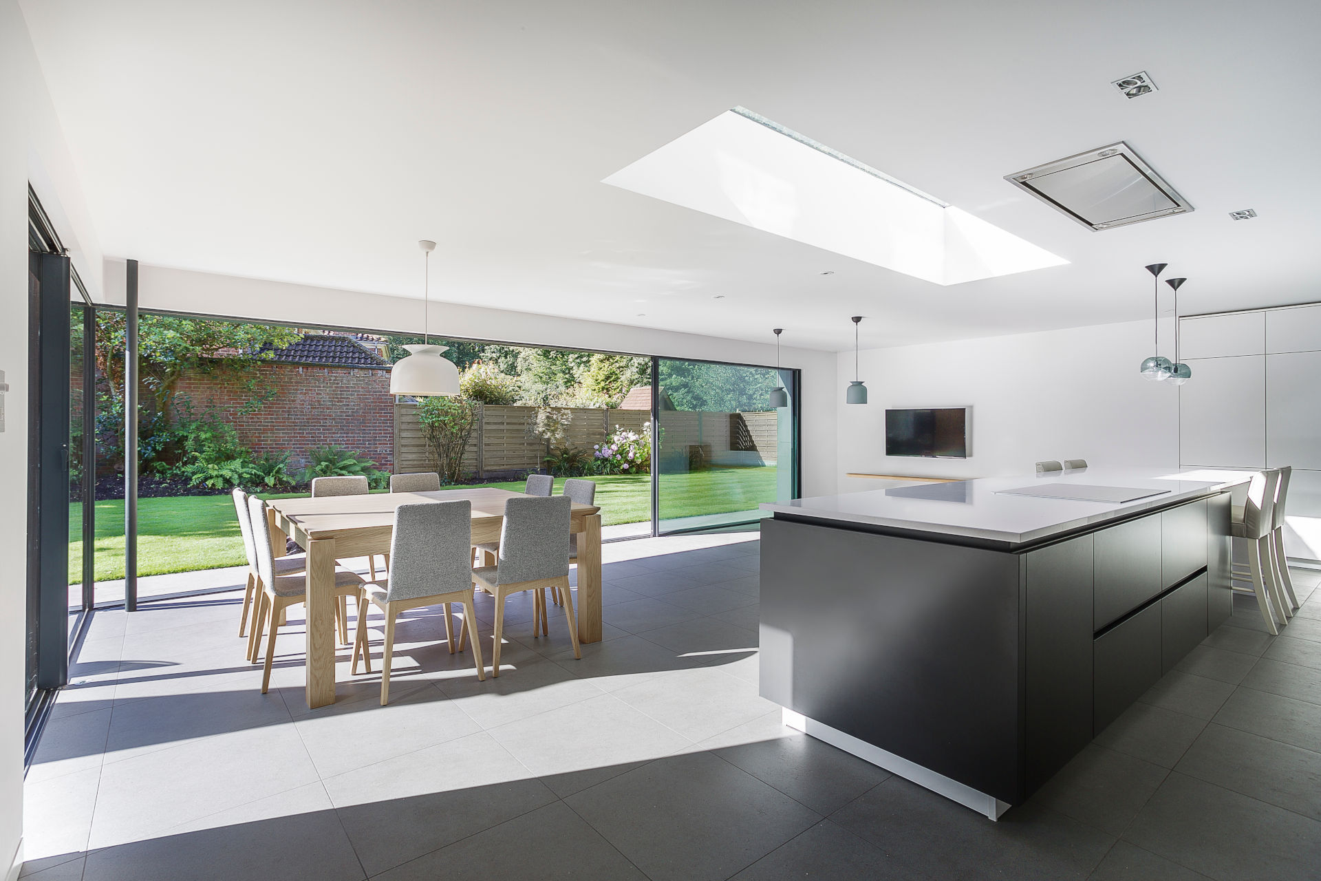 slim-frame-sliding-glass-doors-richmond-house (1)