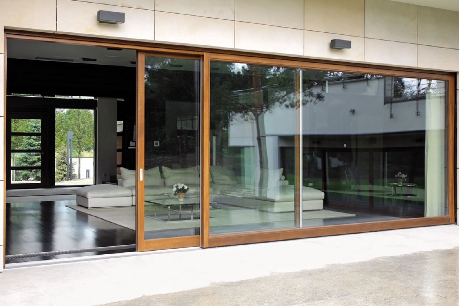 banner image of timber effect aluminium framing on an aluminium framed sliding glass door