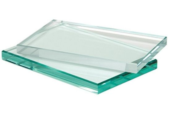 low iron glass with high clarity compared to standard glass that has a slight green tint