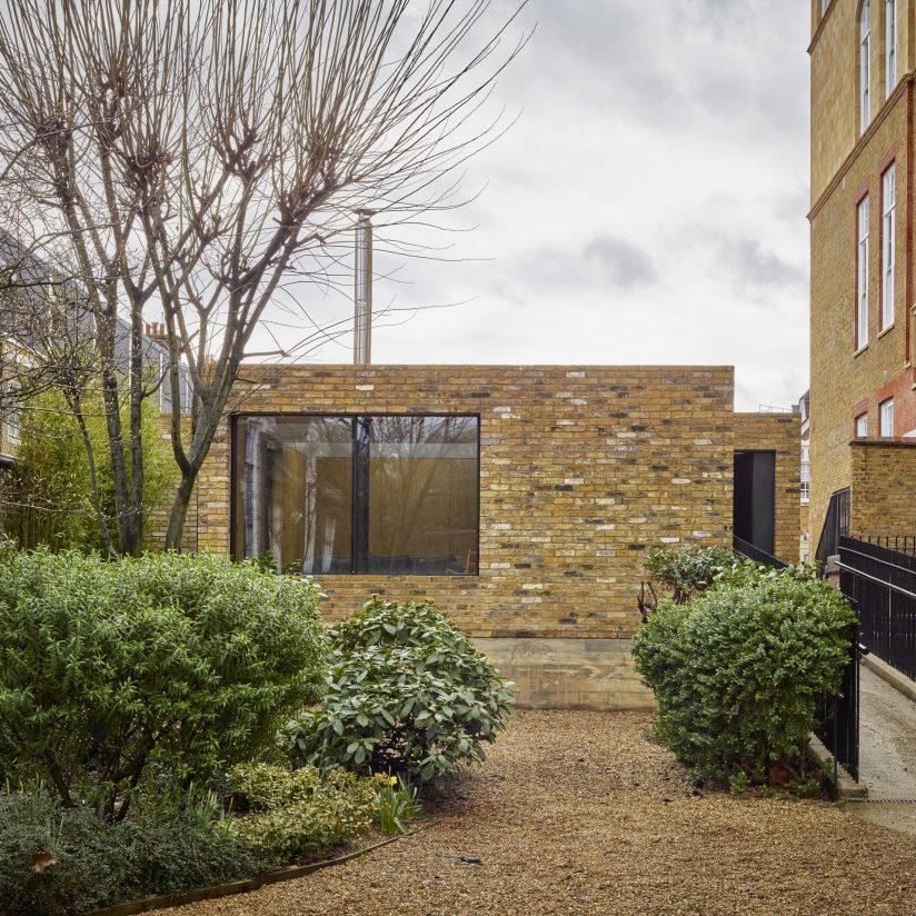 Single storey London house with Minimal Windows sliding doors